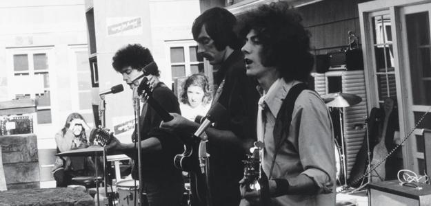 velvet-underground-playing