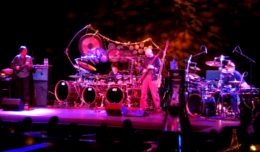 Alan Holdsworth, Terry Bozzio, Tony Levin and Pat Mastelotto performing at the Triple Door in Seattle, Washington, Jan 2, 2010. Lesheifner, Wikimedia Commons.